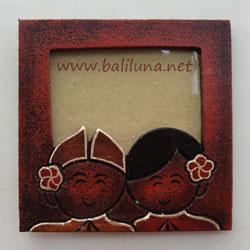 souvenir pernikahan tradisional - foto frame pernikahan pengantin adat